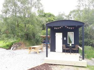 deep black tiny house caravan vasa svart