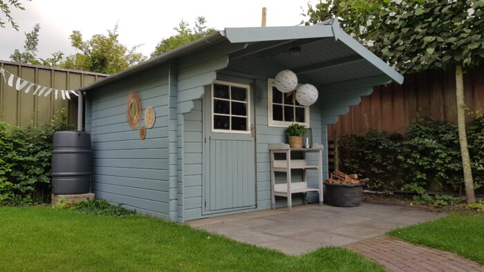 Paint garden shed